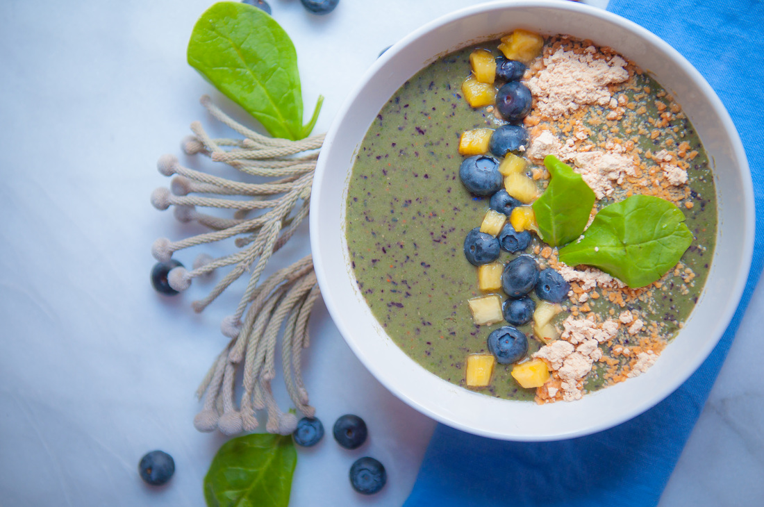 Peanut, Blueberry, Spinach and Pineapple Smoothie Bowl