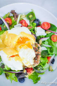 THAI TURKEY BURGER BENEDICT SALAD , Whole30 :nattyspantry.com