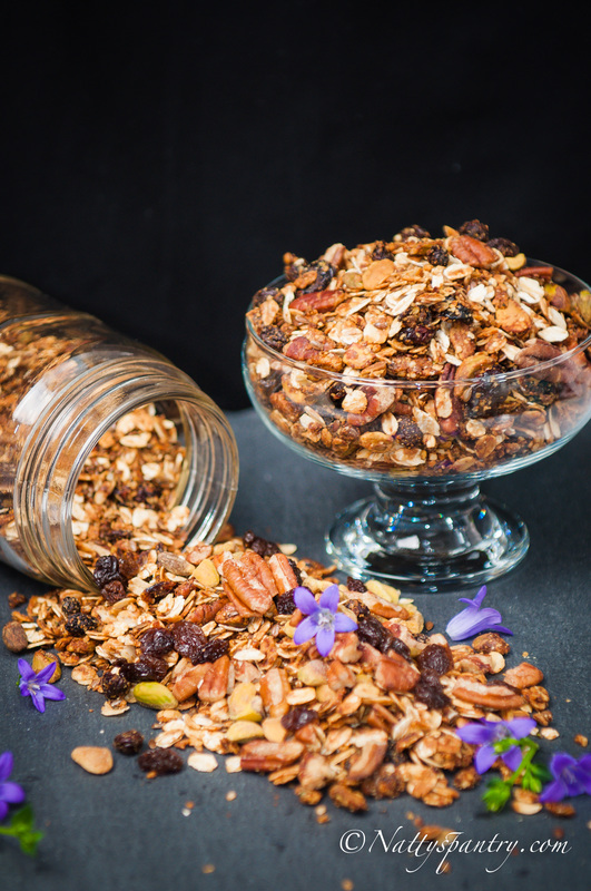 Homemade Granola Recipe : Nattyspantry.com