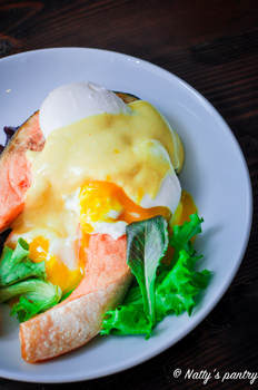 Oven-Baked Salmon Eggs Benedict Recipe , Whole30 : nattyspantry.com