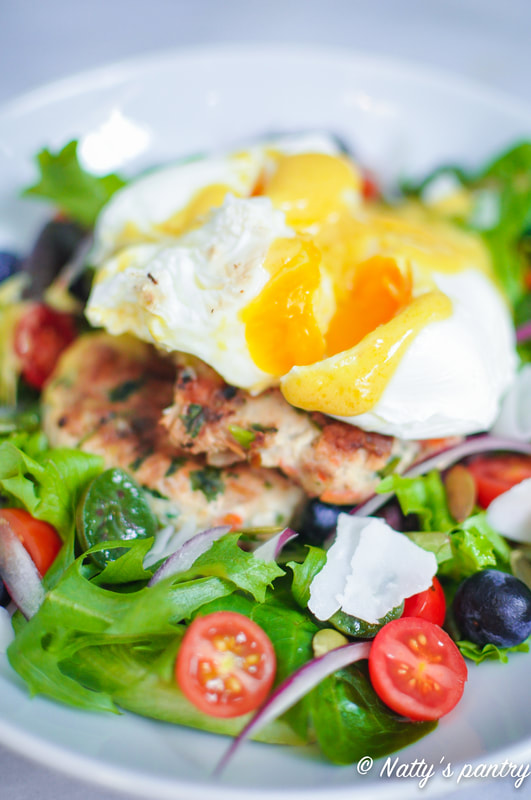 THAI TURKEY BURGER BENEDICT SALAD, WHOLE30 : nattyspantry.com